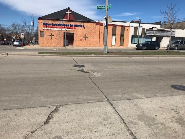 Potholes damaging cars in Milwaukee