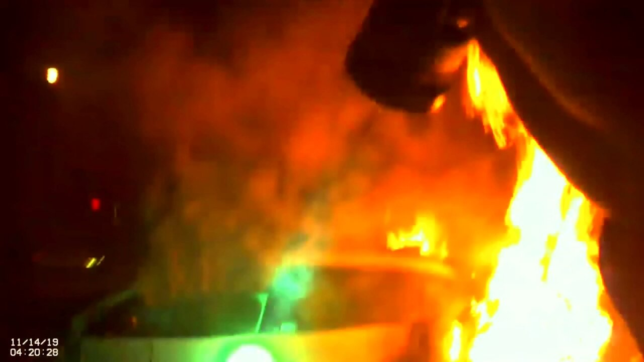 Dramatic video show officers rescue unconscious woman from burning vehicle