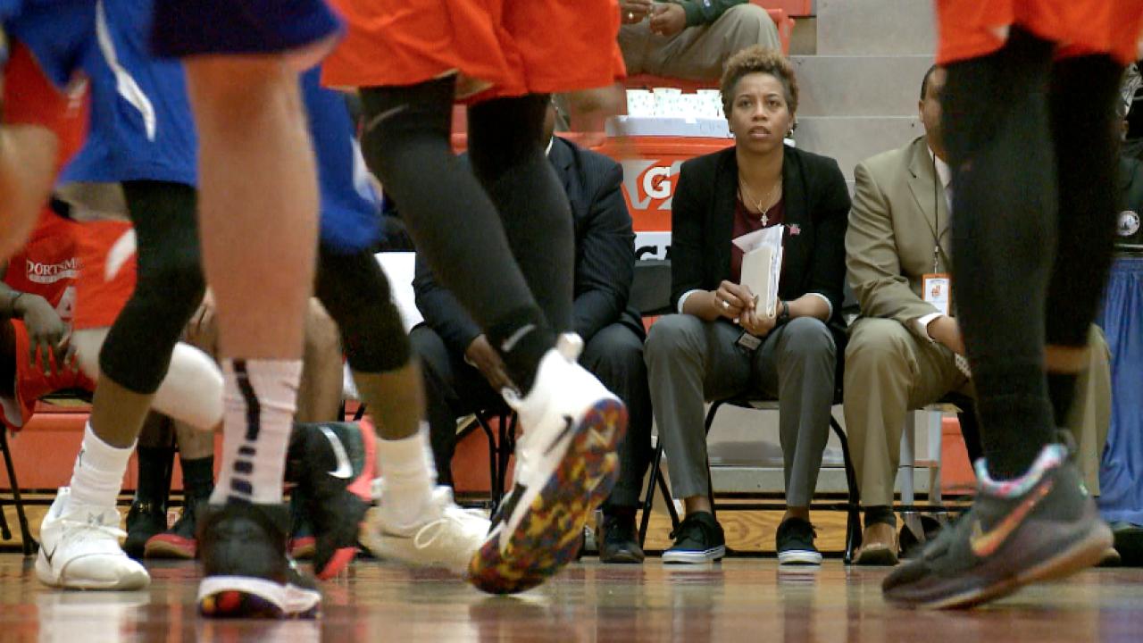 Bench mark: Former women's basketball star Chasity Melvin coaching with men'steam