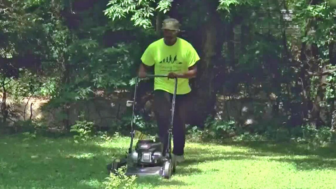 wptv-mowing-for-veterans-1-.jpg