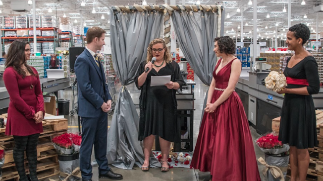 Couple gets married at San Diego Costco