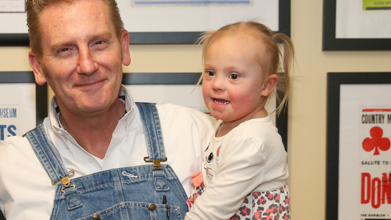 Rory Feek posts 'heartbreaking' photo of daughter watching late mother Joey sing
