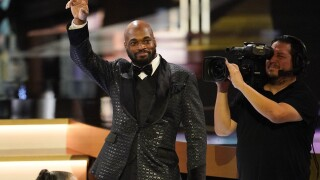 Adrian Peterson becomes first Redskins player to win Art Rooney Sportsmanshipaward