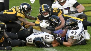 Steelers overcome rust, short-handed Ravens to move to 11-0.jpg