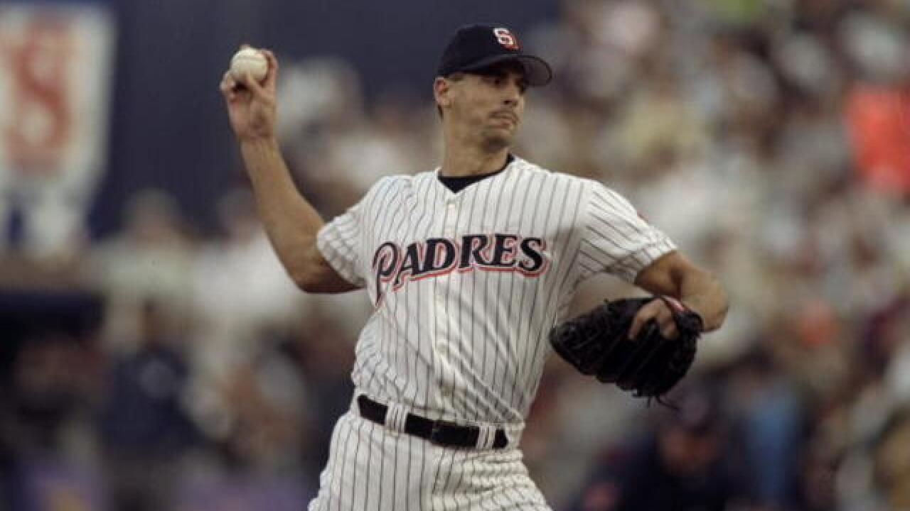 Ex-Padres pitcher catches criminal suspects
