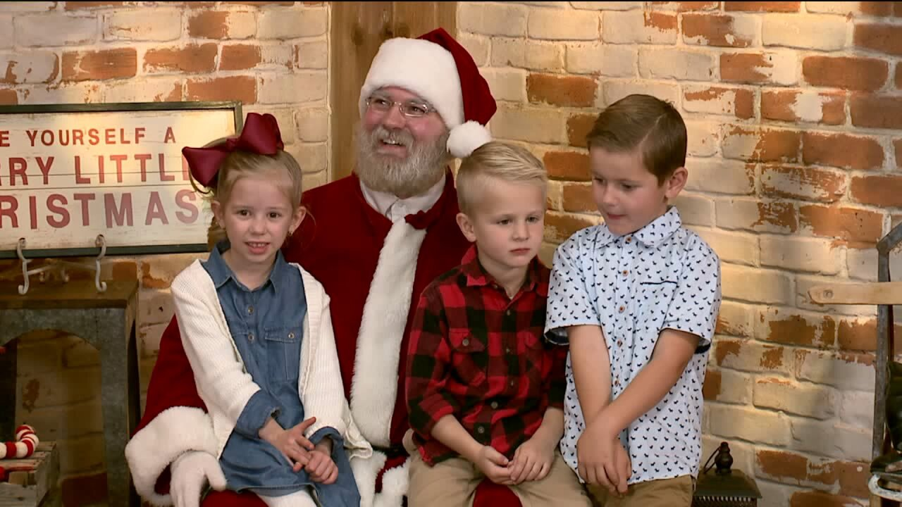 Santa pictures that help families in need