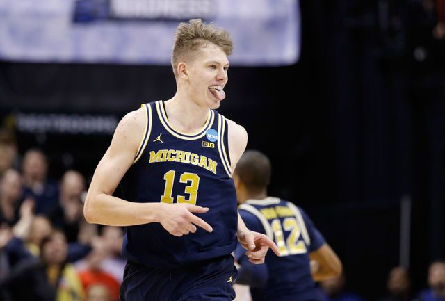 Photos from No. 7 Michigan basketball's win over No. 2 Louisville