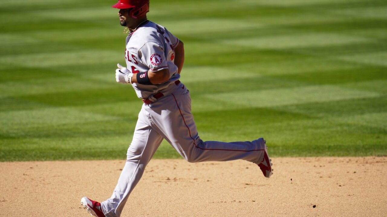 Pujols hits homer No. 660 as Angels rally to beat Rox 5-3