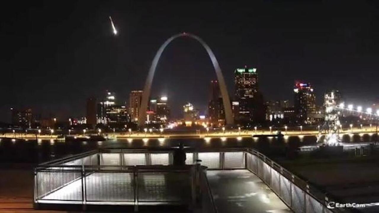 A large meteor lit up St. Louis on Monday night