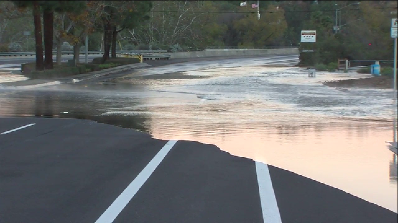 Pipe break shuts down Mira Mesa roadway