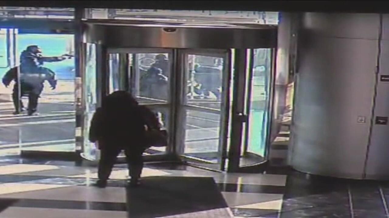 Video shows man stop stabbing attack in Warren