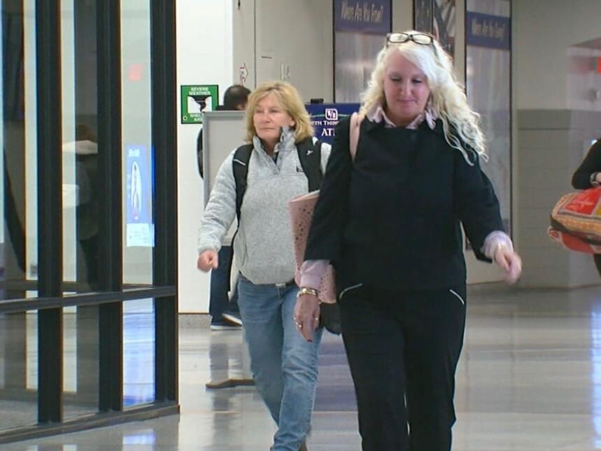 Renee_Noel_at_airport.jpg