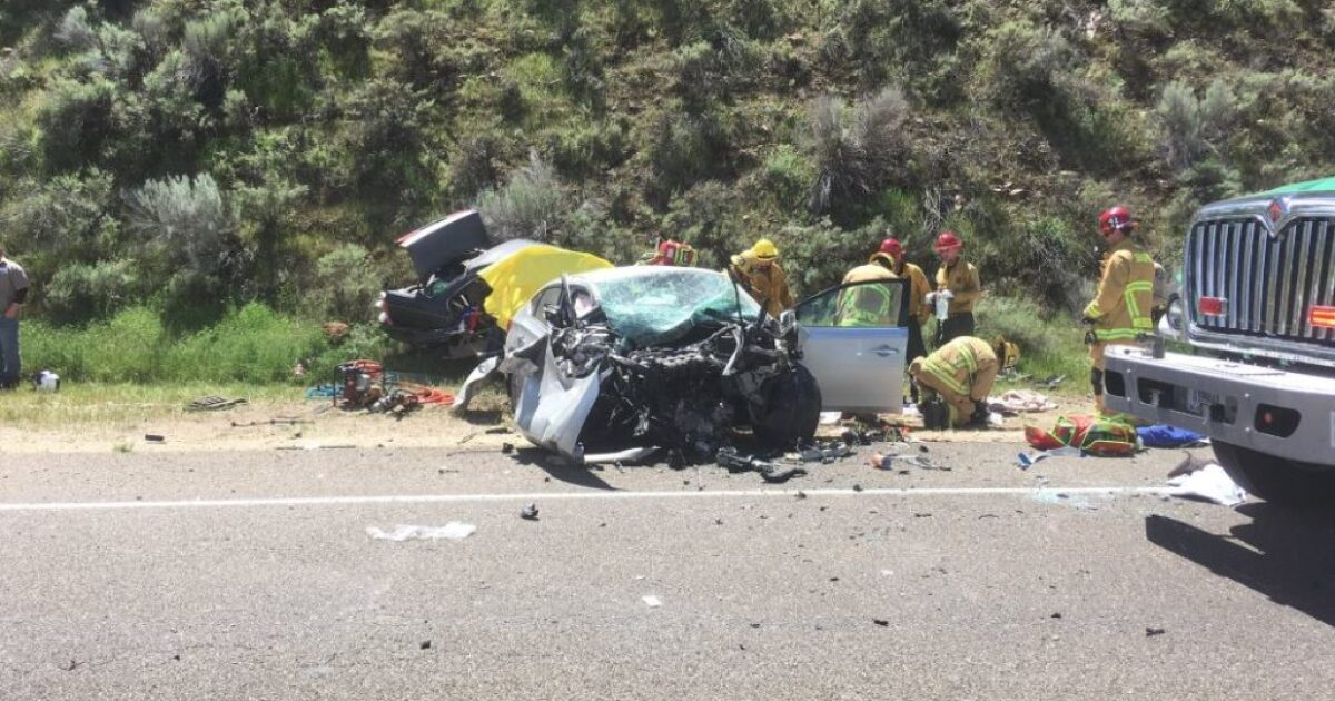 2 people killed, 2 seriously injured in crash off Highway