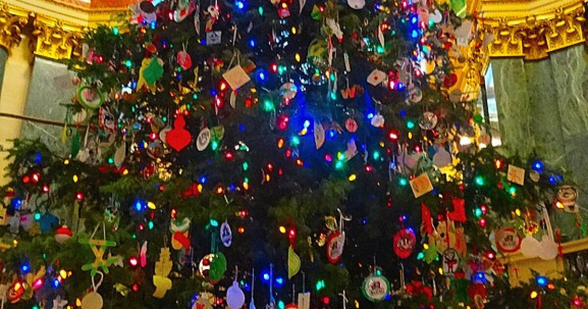 Wisconsin governor says why he went with 'Holiday Tree'