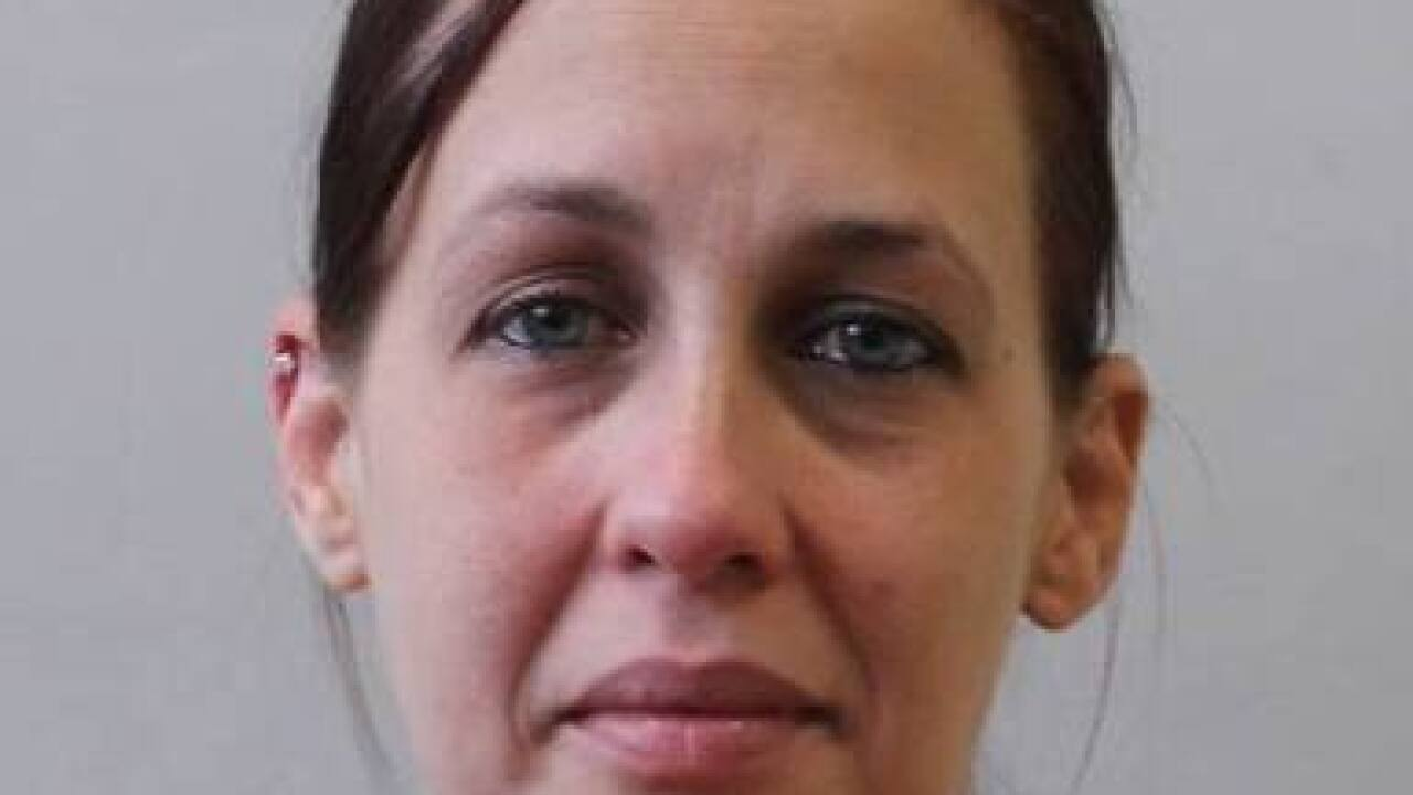 Woman arrested for selling drugs