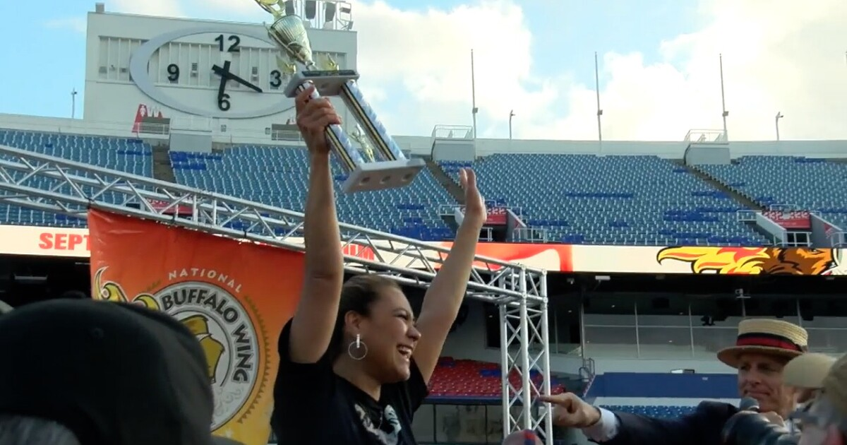 Chicken wing eating champion crowned in Orchard Park