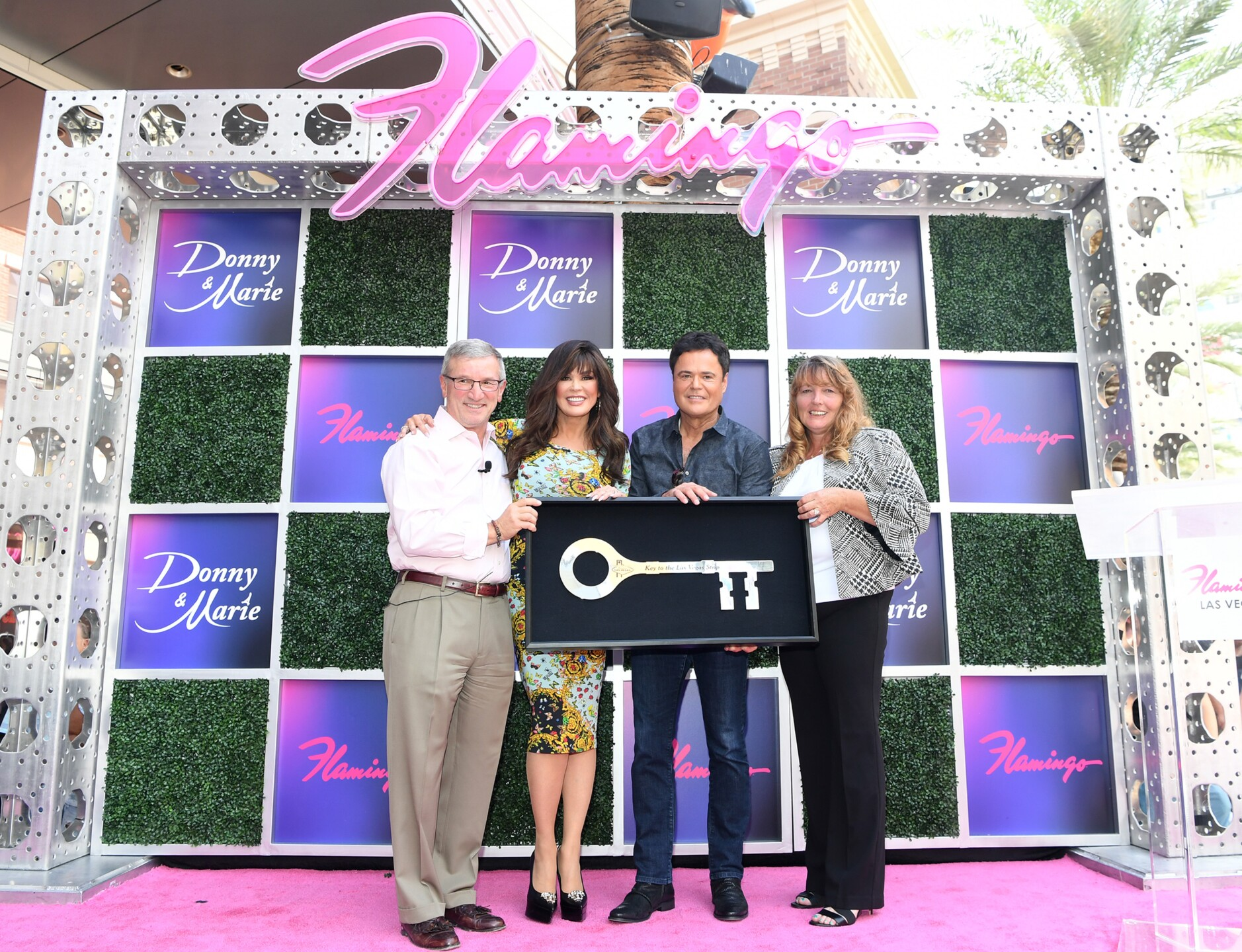 (L-R) Caesars Entertainment CEO Tony Rodio, Donny & Marie, Clark County Commission Chairwoman Marilyn Kirkpatrick; Key to the Las Vegas Strip at Flamingo Las Vegas_6.JPG