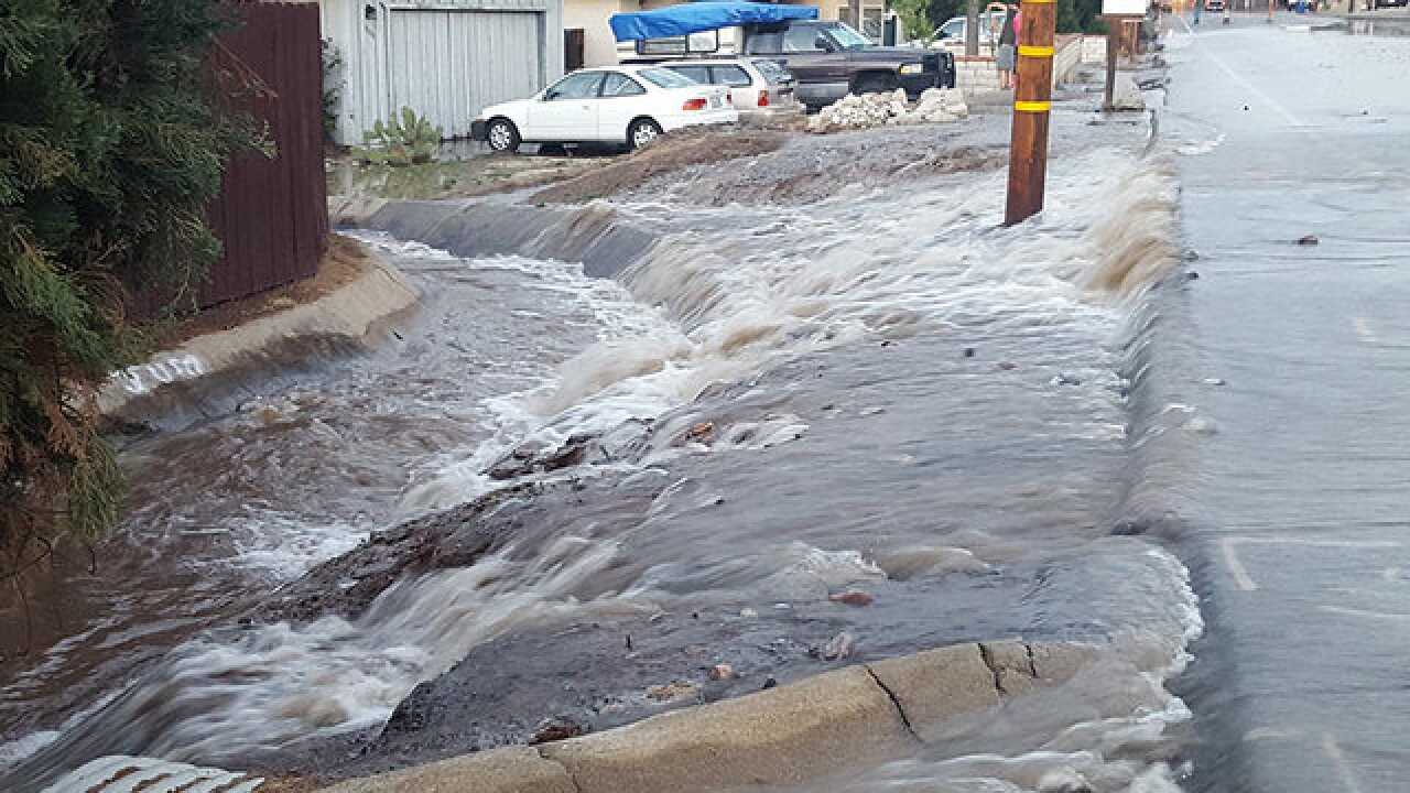 Main break sends water onto Santee street