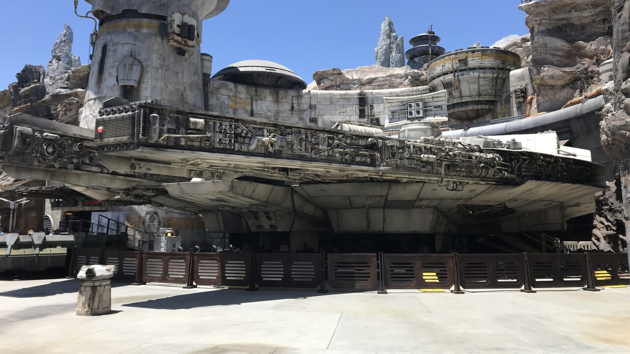 STAR WARS GALAXY EDGE MILLENIUM FALCON