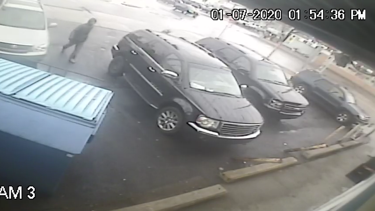 grand rapids vehicle theft suspect 010720 2.png