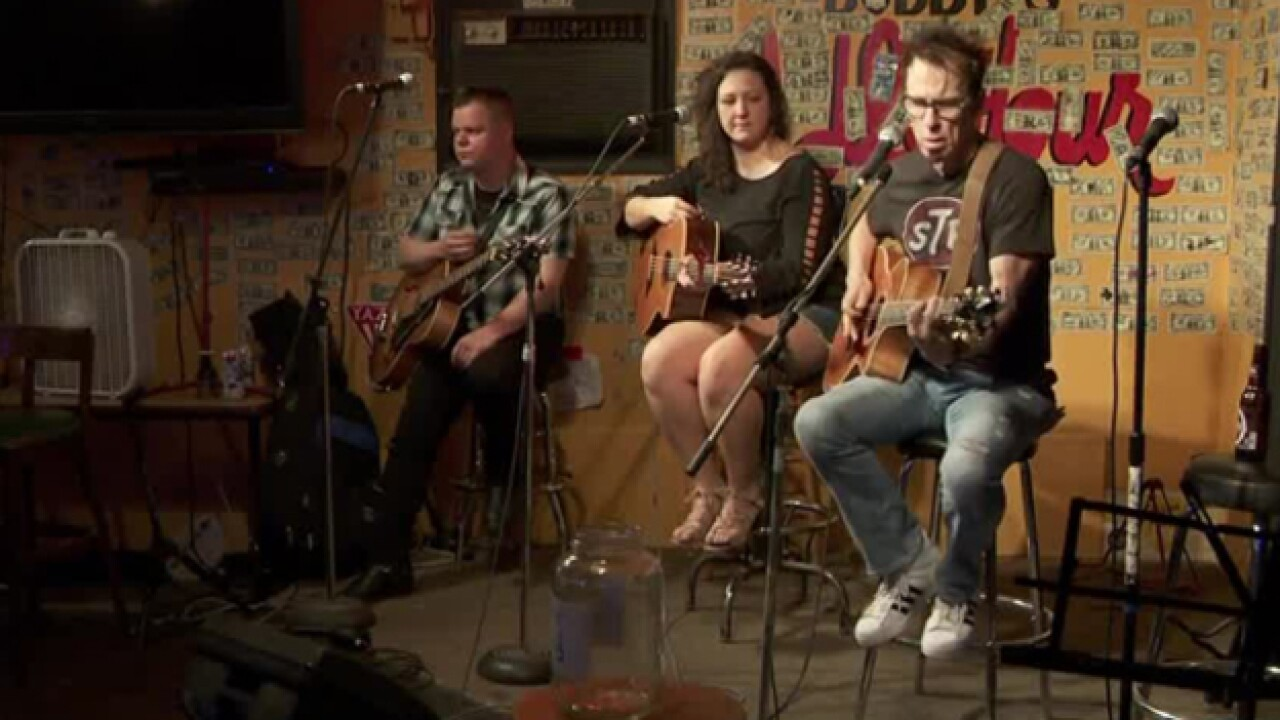 'Rounds for the Row' Raises Funds For Music Row