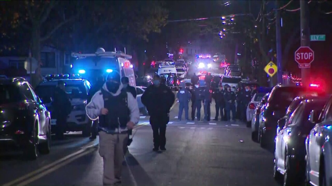 3 US marshals wounded in shootout in New York City, suspect killed, sources say