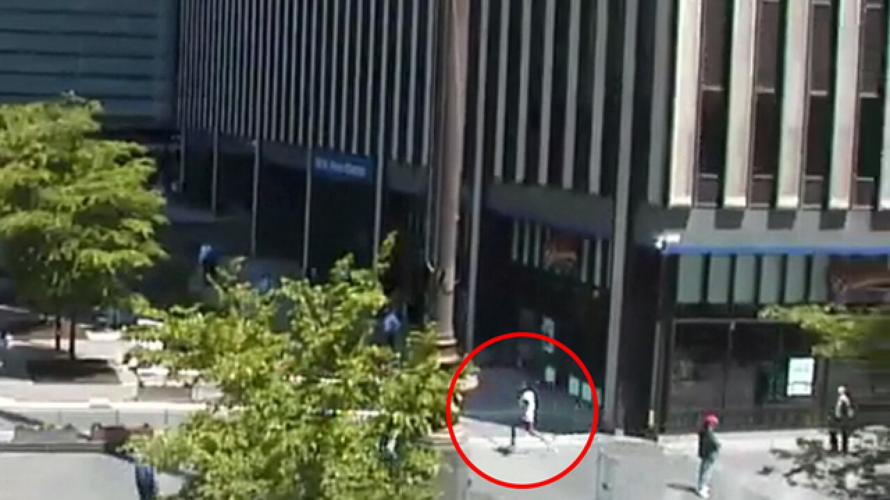 VIDEO: Fugitive dodges feds at Fountain Square