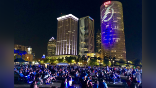 TAMPA-BAY-LIGHTNING-FANS-WATCH-PARTY-GAME-!.jpg