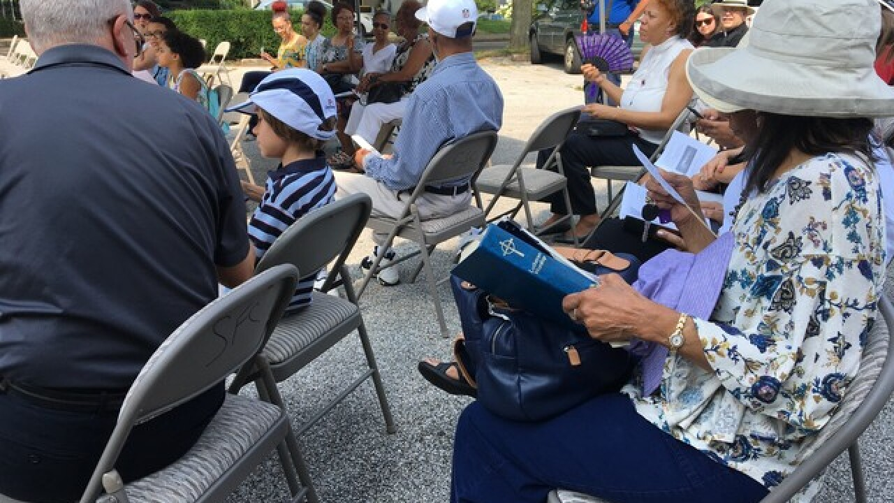 Community helps church set up service after fire