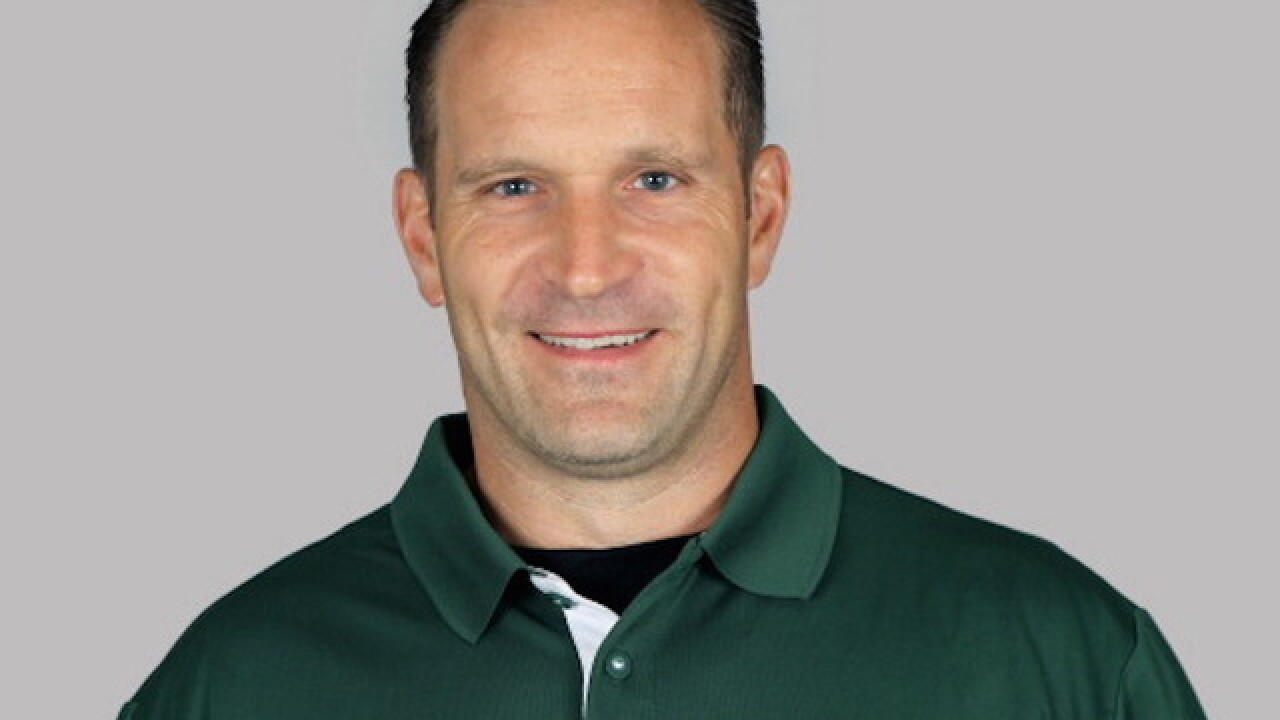 Redskins coach caught taking a bathroom break on the sidelines