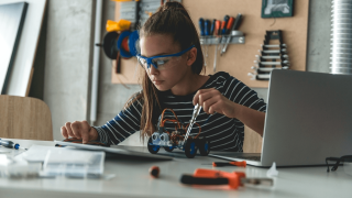 STEM on the Weekends: How Parents Can Encourage At-Home Exploration