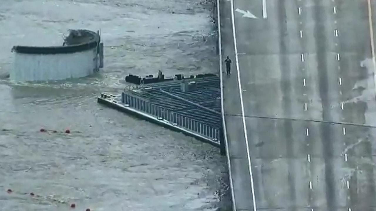 Barge into I-10 bridge houston (2).PNG