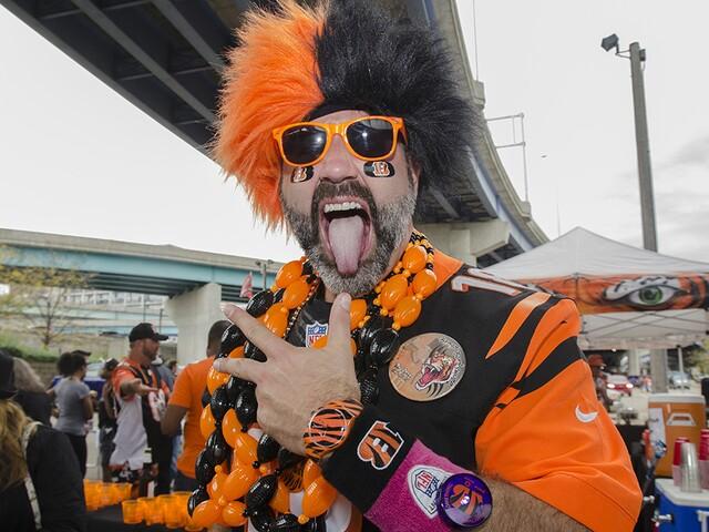 Cincinnati Bengals fans beat the rain before game against Buffalo