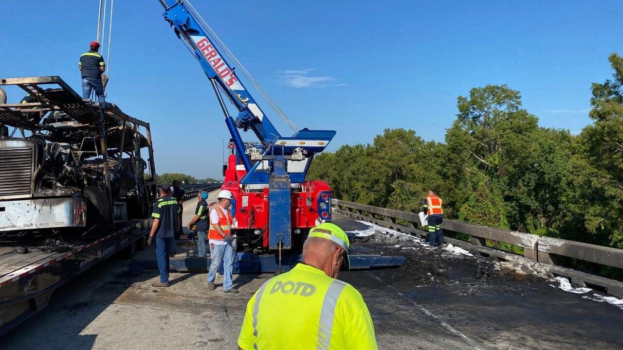 burned 18-wheeler on flatbed 8-21.jpg
