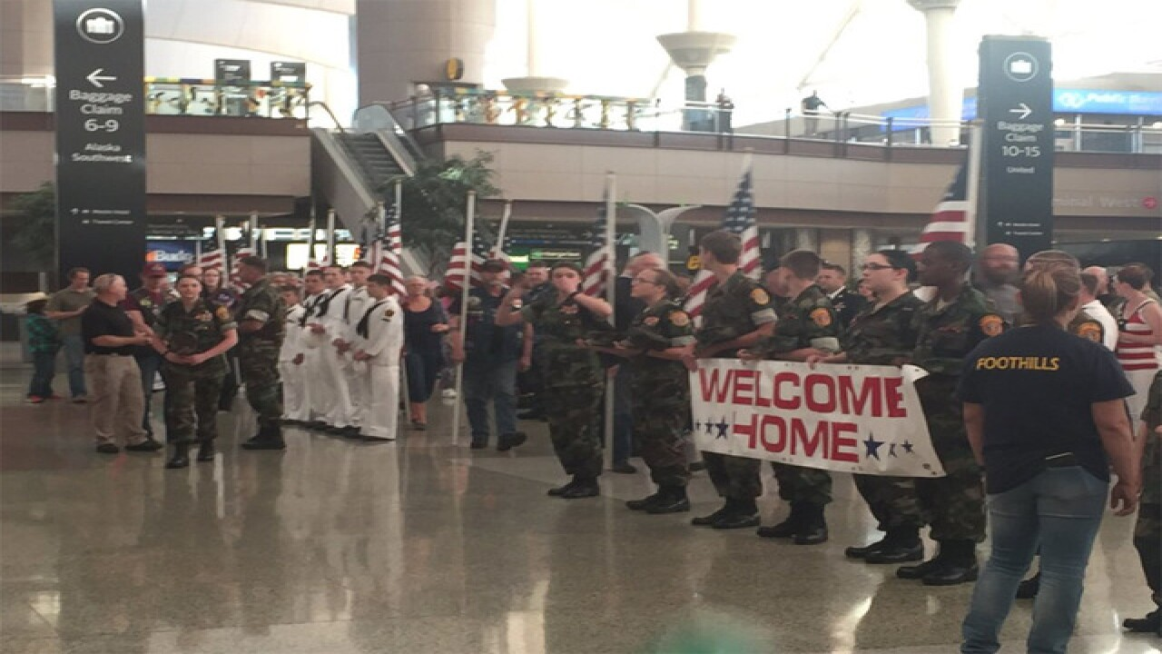 Denver WWII veterans return from honor flight