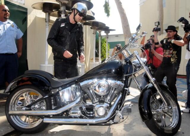 25 celebrities who ride Harleys