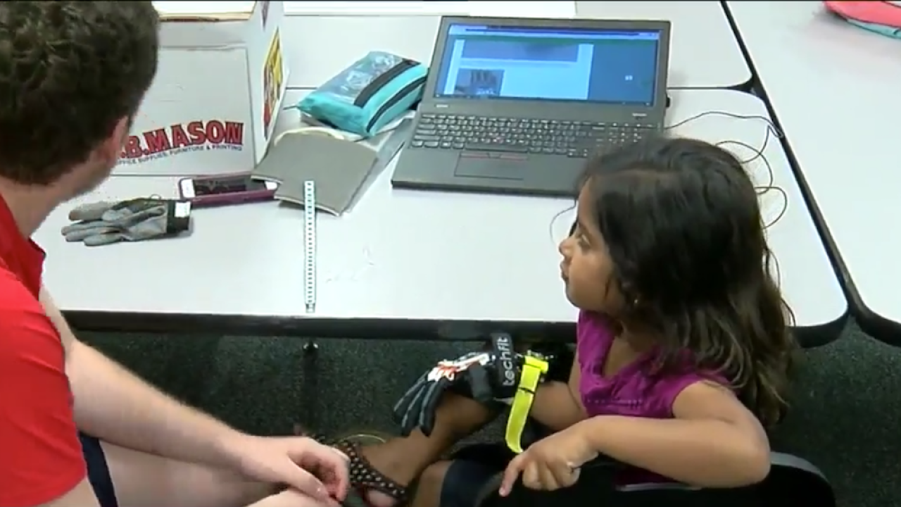 Ohio high school students build prosthetic hand for 5-year-old girl