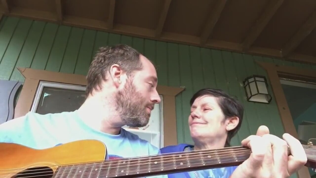 Musician shares touching moment with mom suffering Alzheimer's