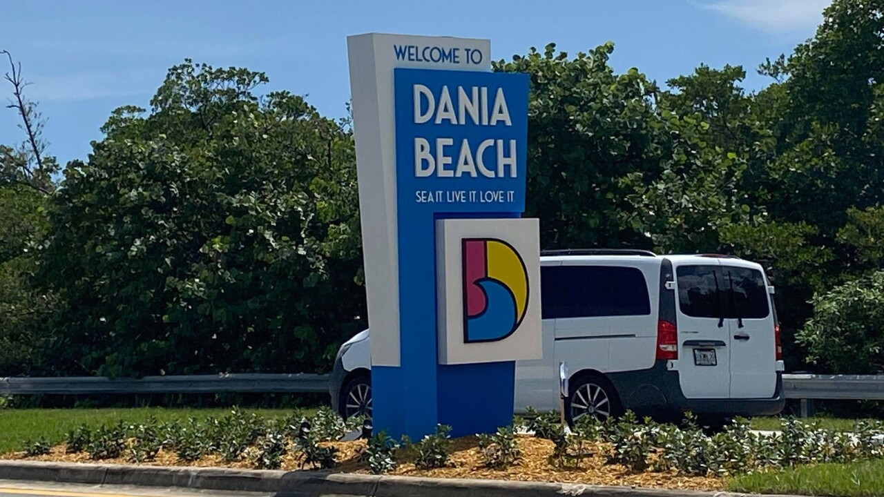 'Welcome to Dania Beach' sign in city of Hollywood