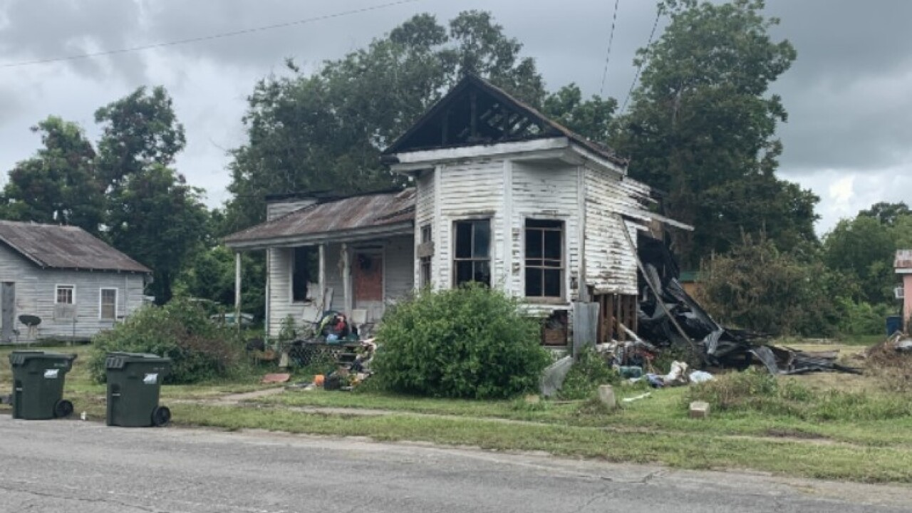 Field Street house burned.jpg