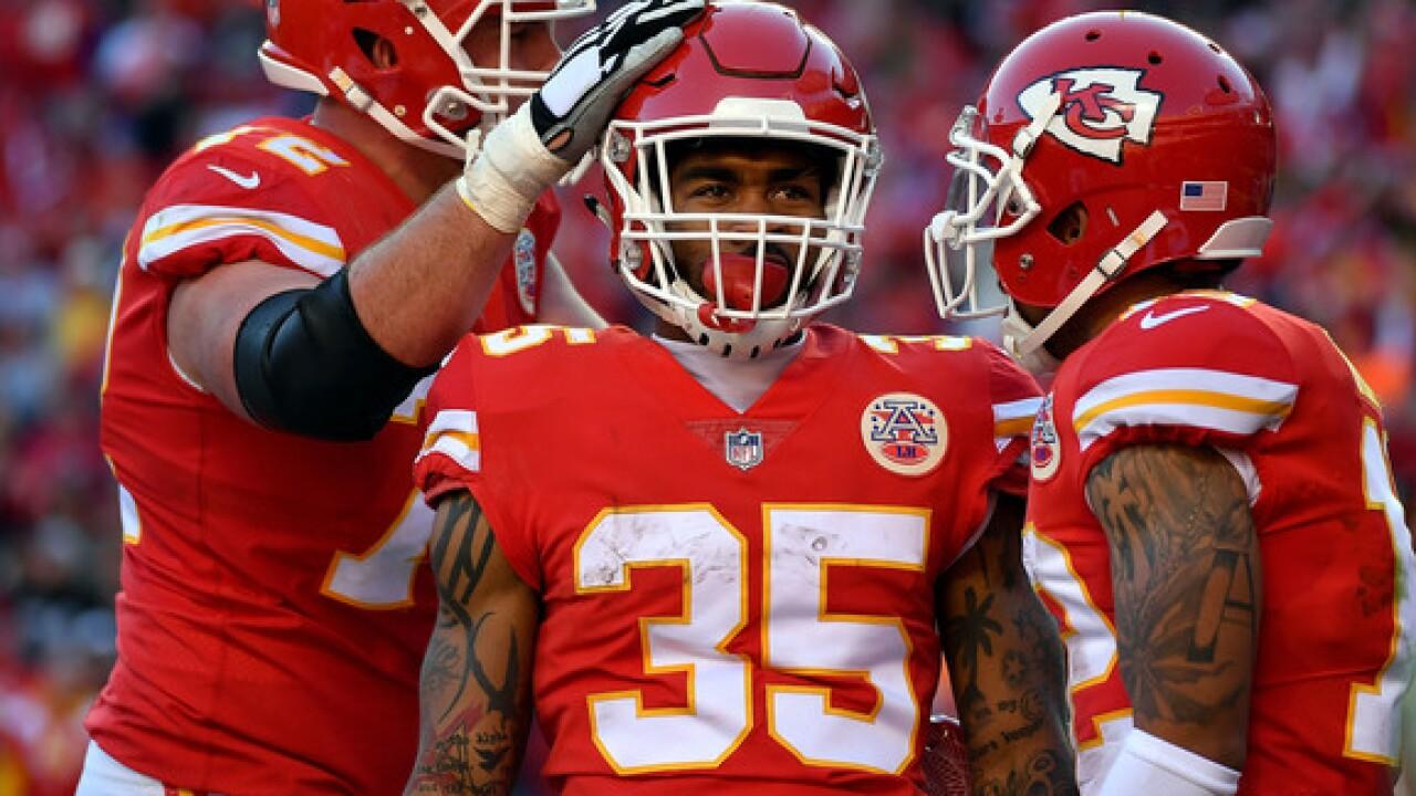 Kansas City Chiefs Re Sign Running Back Charcandrick West