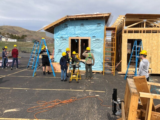 Students working on house outside Green Mountain High School