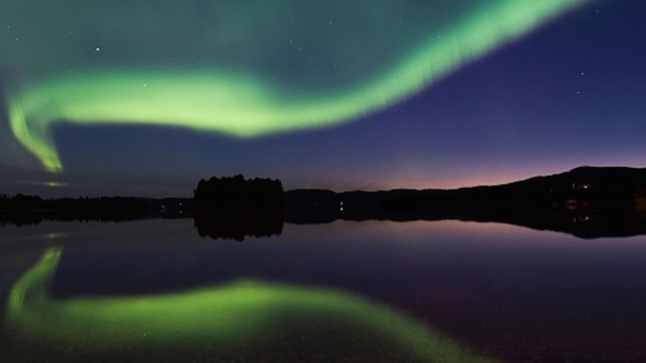 City shuts off street lights so residents can view Northern Lights