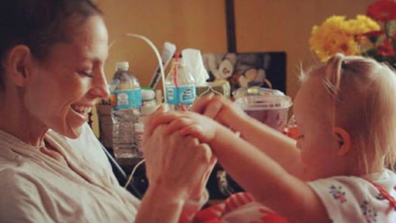 Joey Feek gives daughter 'one last kiss'