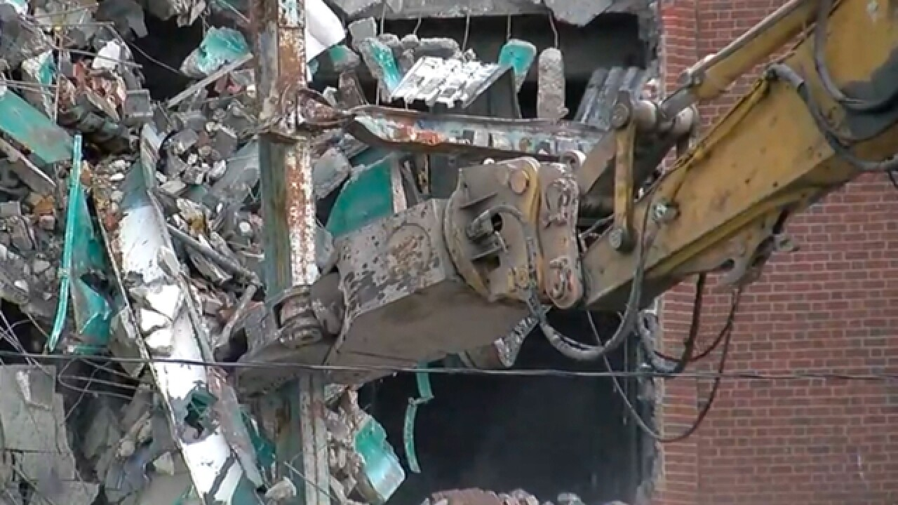 WATCH LIVE: Crews demolish Cincinnati Gardens
