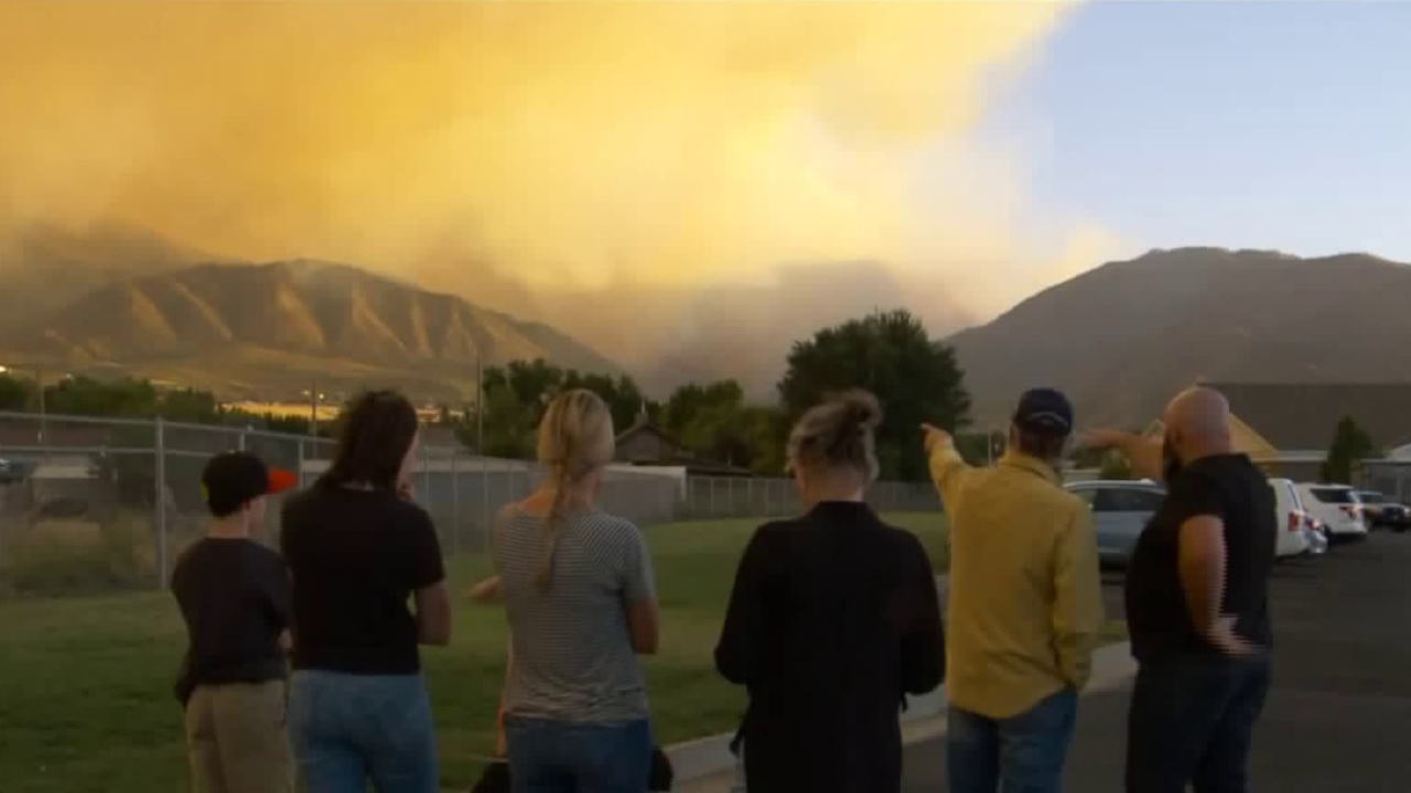 Pole Creek Fire evacuees take refuge at Salem high school, watch the fireburn