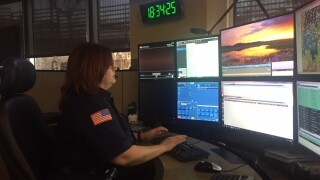 911 dispatcher helps couple deliver baby