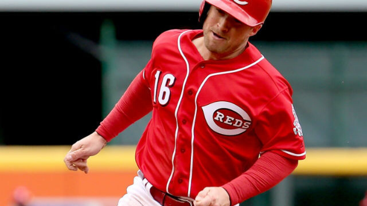 Tucker Barnhart's three-run homer lifts Reds over Cubs, 5-3