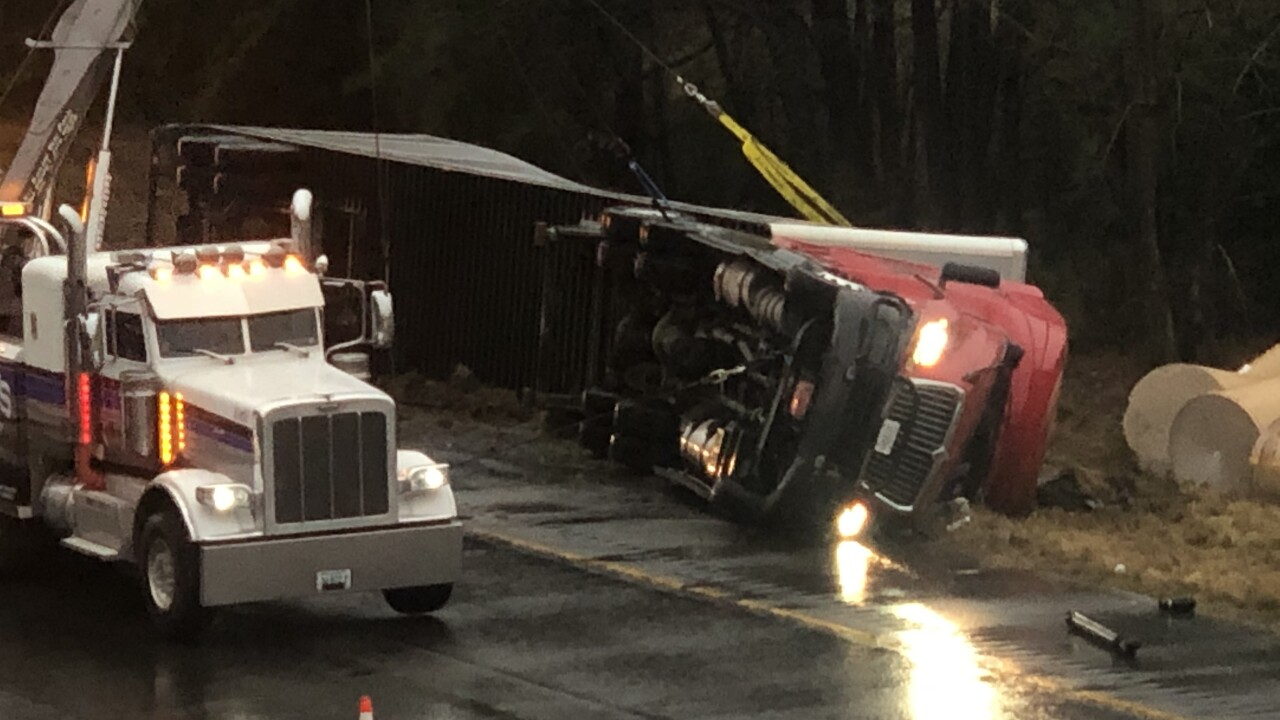 Overturned truck backs up I-295 traffic