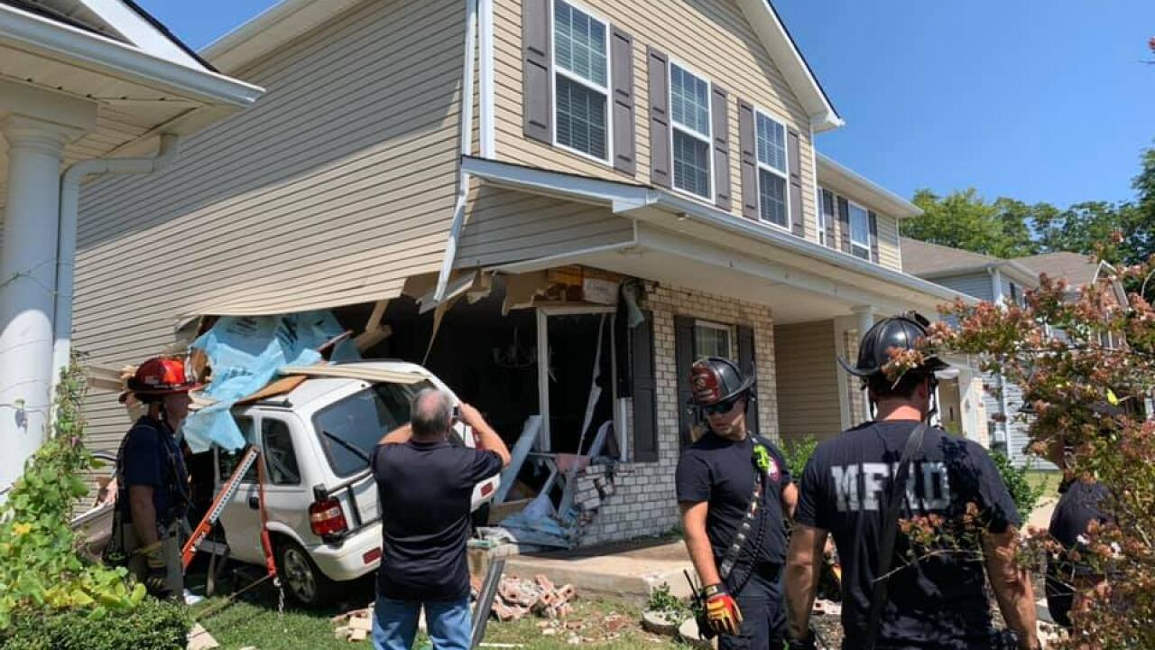 Woman injured after crashing her SUV into Murfreesboro home